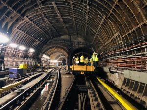 Pokrytí tunelu metra mobilním signálem. Foto: DPP - Daniel Šabík