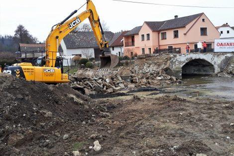 Demolice mostu na silnici I/19 v Počaplech. Foto: ŘSD