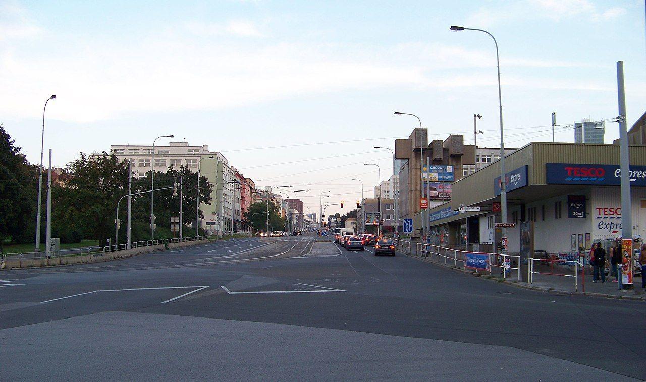 Stanice metra Pražského povstání, kam se přesune tramvajová zastávka. Pramen: https://commons.wikimedia.org