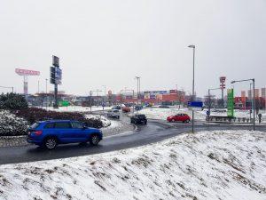 Jeden z kruhových objezdů v liberecké průmyslové a obchodní zóně Sever. Foto: Jan Sůra / Zdopravy.cz