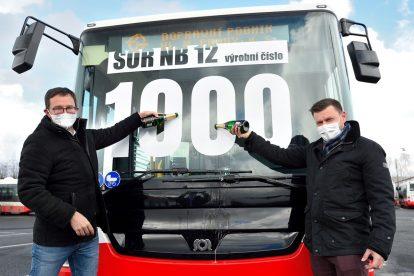 Předání posledního vozu SOR NB12 pro DPP. Foto: DPP