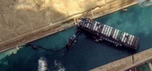 Loď Ever Given uvízlá v Suezském průplavu. Foto: Egypt Daily News