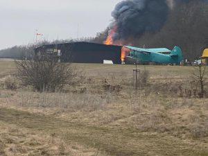 Požár na letišti Točná. Foto: Ivo Lukačovič @ilblog / Twitter
