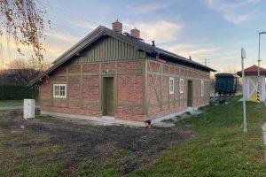Budova nádraží v Úvalnu po rekonstrukci. Foto: Obec Úvalno