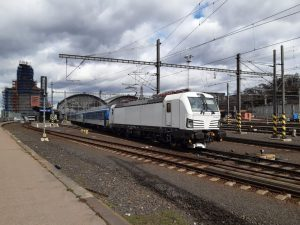 Lokomotiva řady 193 Siemens Vectron pronajatá Českými drahami na pražském hlavním nádraží. Foto: České dráhy