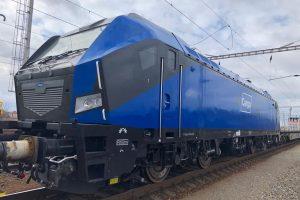 Čínská hybridní lokomotiva ve Velimi. Foto: VUZ