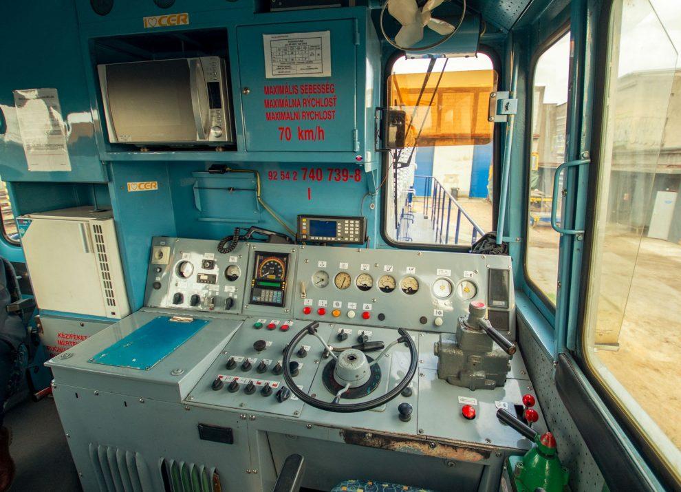 Stanoviště strojvedoucího lokomotivy 740.739 společnosti WYNX Pool. Foto: Dalibor Palko