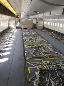 Upravený Boeing 777-300ER bez sedaček pro přepravu nákladu. Foto: Emirates