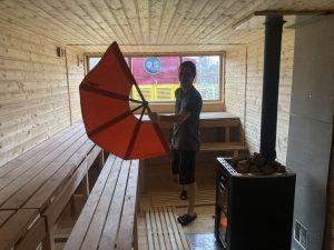 Hytlák předělaný na saunu. Pramen: Gepard Express/Albert Fikáček