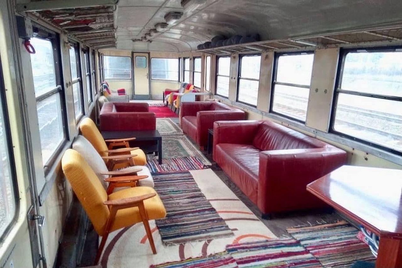 Netradičně uspořádaný interiér vozu Balm. Pramen: Gepard Express/Albert Fikáček