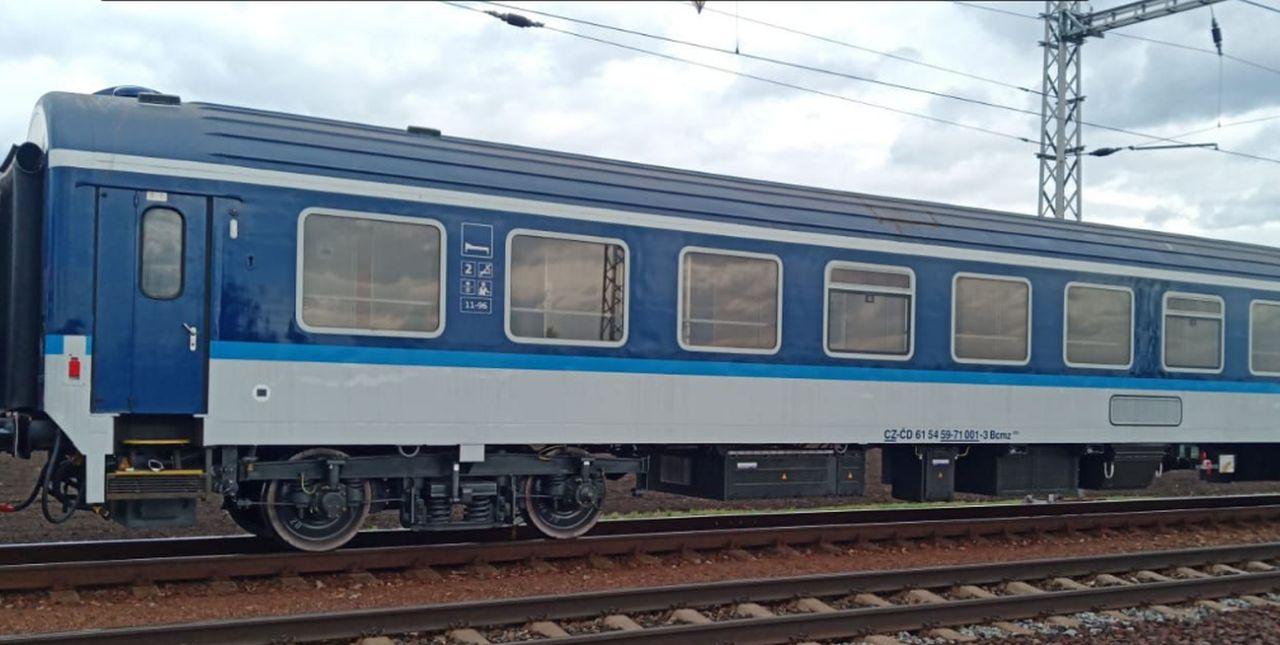 První vůz řady Bcmz po modernizaci na zkušebním okruhu. Foto: Výzkumný Ústav Železniční