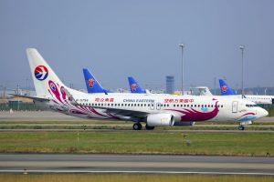 Letadla China Eastern a China Southern na letišti v Kantonu. Foto: byeangel/Flickr.com
