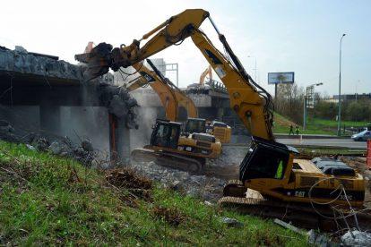 Demolice mostu na Pražském okruhu přes Chlumeckou ulici. Foto: ŘSD