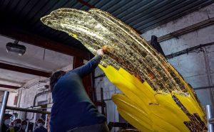 Restaurování plastiky křídel pro pražské Hlavní nádraží. Pramen: Správa železnic