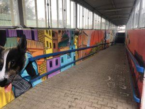 Výzdoba podchodu v Mnichovicích. Foto: Twitter Petry Peckové