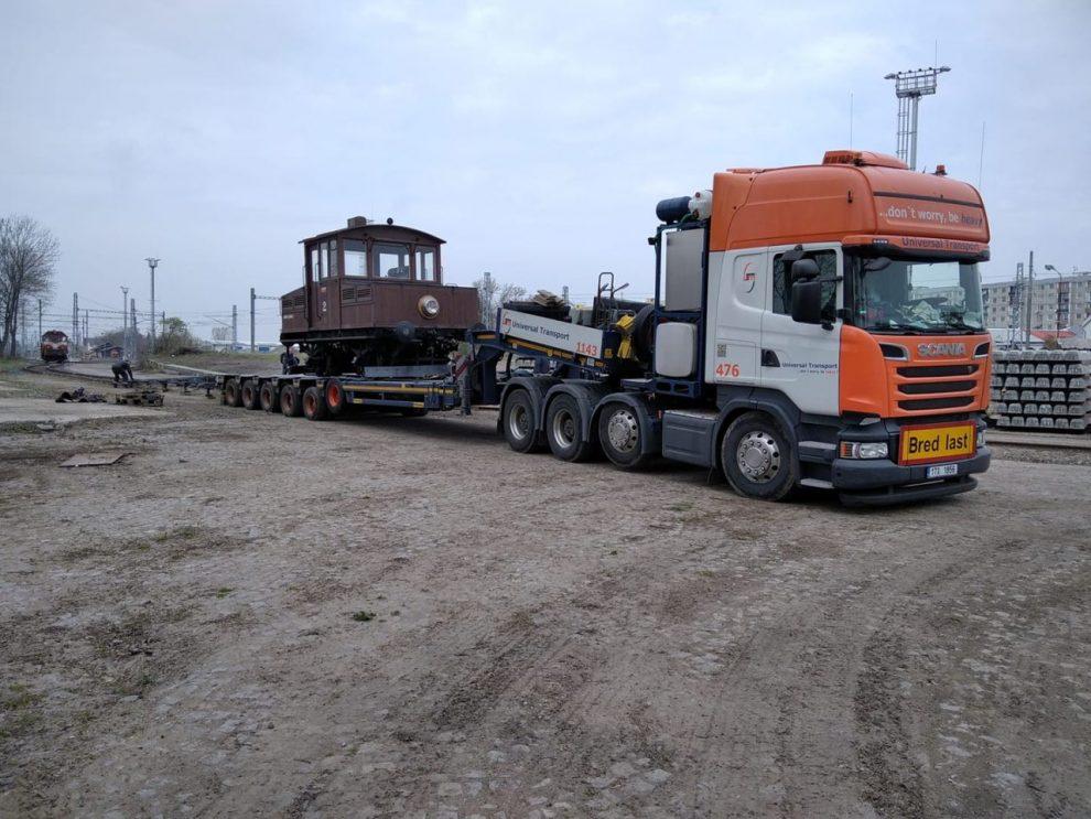 Odvoz lokomotivy Ringhoffer č. 2 z Jaroměře. Foto: Výtopna Jaroměř