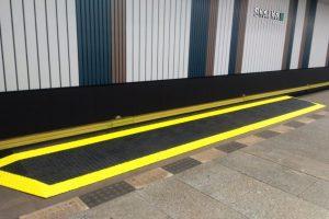 Nájezdová rampa pro snadnější přístup do soupravy metra. Foto: DPP