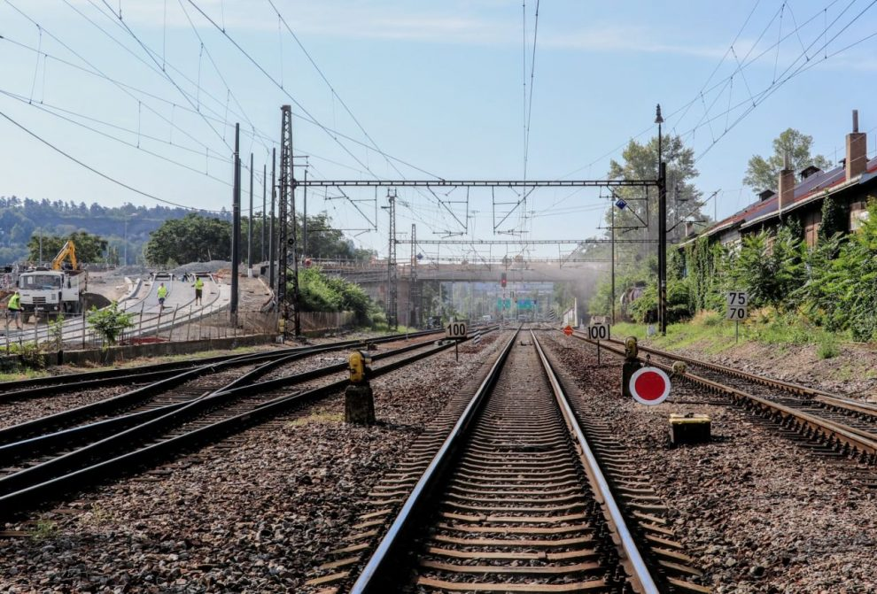 Trať ze Prahy - Smíchov do Radotína. Foto: Správa železnic