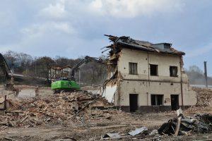 Demolice výpravní budovy v Praze - Vysočanech. Foto: Správa železnic