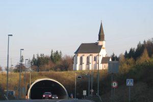 Západní portál Hřebečského tunelu. Foto: Radek Bartoš / Wikimedia Commons