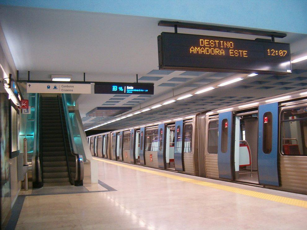 Stanice metra Santa Apolónia na modré trase, Lisabon. By Koshelyev - Own work, Public Domain, https://commons.wikimedia.org/w/index.php?curid=5691663