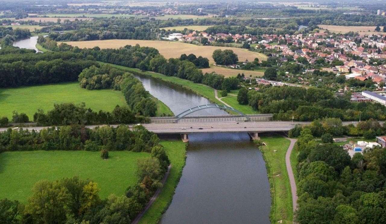 Vizualizace nového železničního mostu přes Labe v Pardubicích. Foto: Skanska
