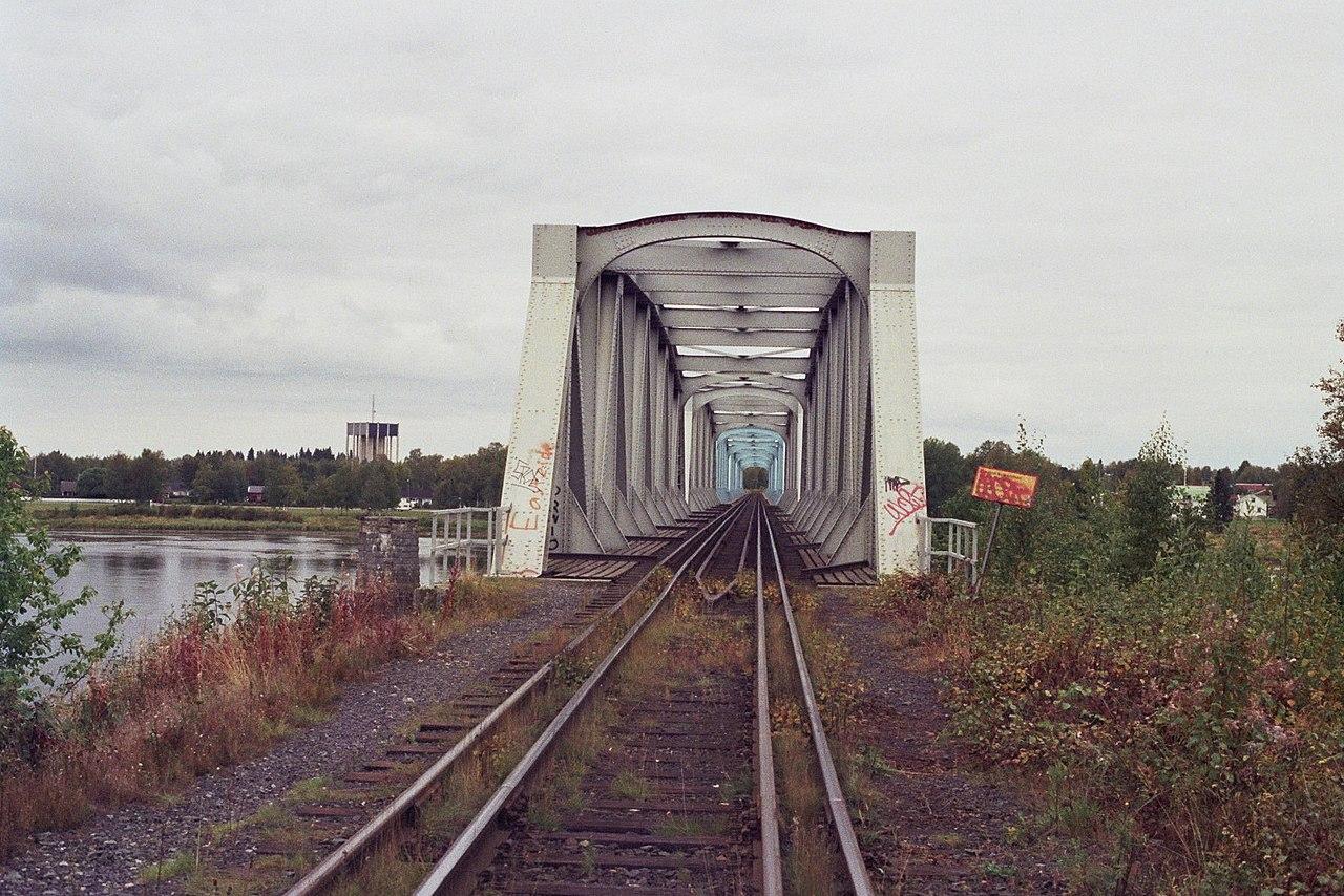 Trať přes hraniční řeku Torne má finský i švédský rozchod. Autor: Autor: Methem – Vlastní dílo, Volné dílo, https://commons.wikimedia.org/w/index.php?curid=4916882