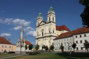 Náměstí ve Valticích. Autor: Martin Vavřík – Vlastní dílo, CC BY-SA 3.0, https://commons.wikimedia.org/w/index.php?curid=33389069