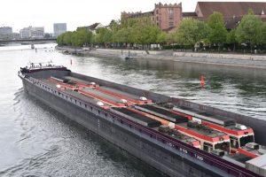 Přeprava souprav z Waldenburgerbahn na Slovensko po lodi. Foto: BLT