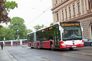 Kloubový autobus Mercedes-Benz Citaro ve Vídni. Foto: Helmer Manfred / Wiener Linien