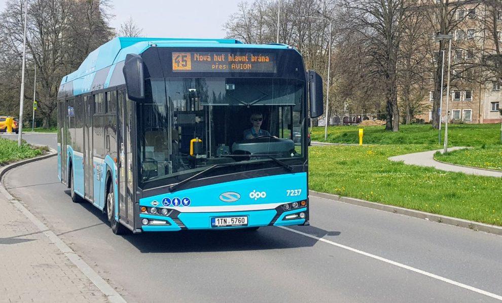 Autobus Solaris Trollino v barvách DPO v ulicích Ostravy. Foto: Jan Sůra / Zdopravy.cz