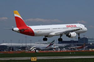Airbus A321 společnosti Iberia v Praze. Foto: Letiště Praha
