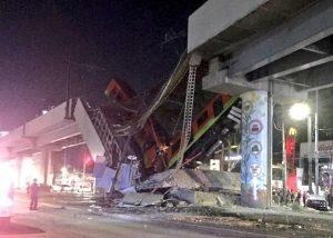 Pod soupravou metra v Mexiku se zřítil most. Pramen: twitter/SUUMA Voluntarios