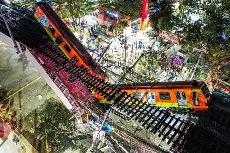 Zřícený most se soupravou metra v Mexico City. Pramen: twitter/SUUMA Voluntarios