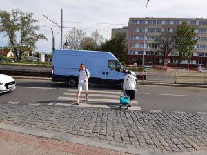 Přechod přes Střelničnou ulici u stanice metra Ládví. Foto: FB Adama Scheinherra