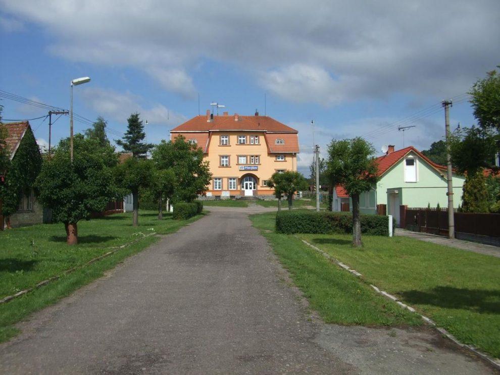 Nádražní budova v Převýšově. Foto: prevysov.sweb.cz