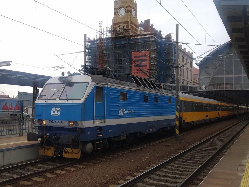 Lokomotiva 150 Českých drah v čele vlaku RegioJetu. Foto: Bohuslav Škoda
