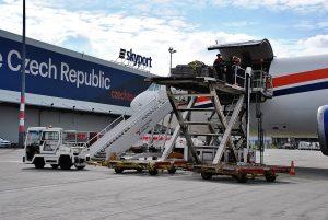 Odbavení nákladního letadla v areálu Skyport. Foto: Skyport