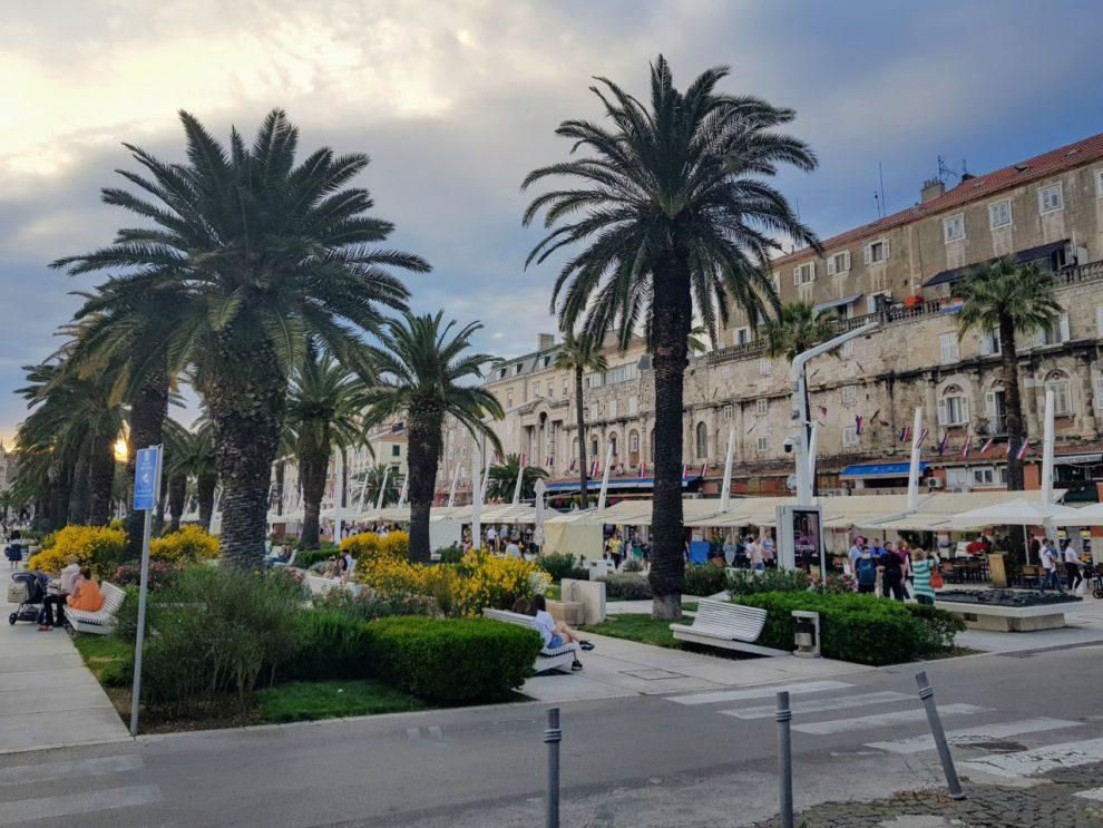 Promenáda ve Splitu v sobotu 29. května. Život se v zemi vrátil prakticky k normálu. Foto: Jan Sůra / Zdopravy.cz