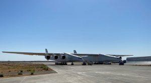 Největší letadlo světa Stratolaunch. Foto: Stratolaunch