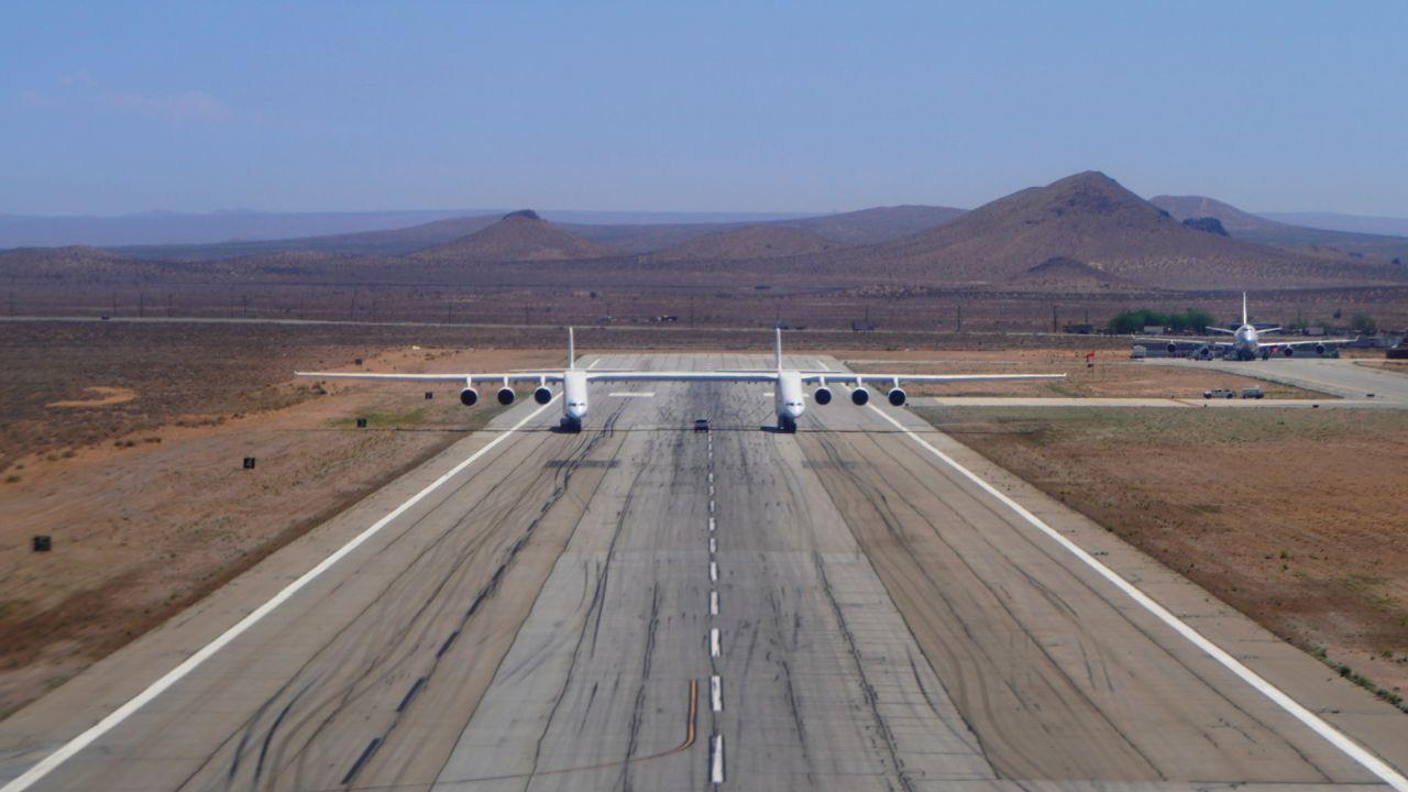 Druhý let největšího letadla světa. Foto: Stratolaunch