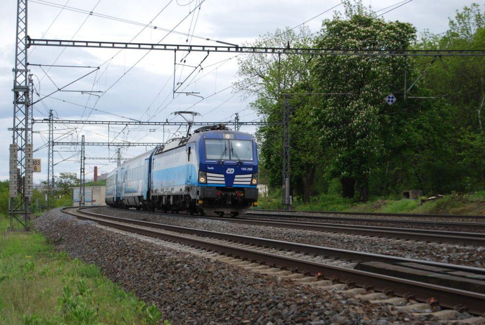 Lokomotiva Siemens Vectron Českých drah v čele EC Hungaria. Foto: ČD