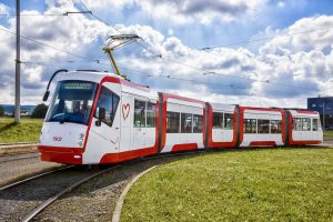 Brněnská tramvaj 13T v novém laku. Pramen: DPMB