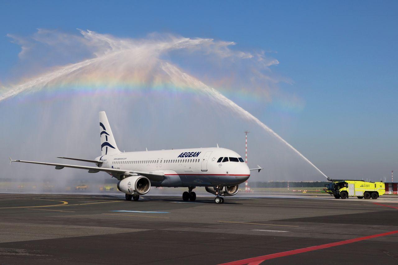 Airbus A320 společnosti Aegean Airlines po příletu do Prahy. Foto: Letiště Praha