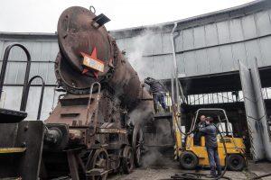 Parní lokomotiva Albatros 498.112, vymývání kotle. Pramen: ČD