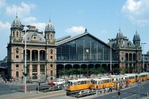 Budapešť - Západní nádraží. Autor: Herbert Ortner (diskuse· příspěvky) – Vlastní dílo, CC BY 2.5, https://commons.wikimedia.org/w/index.php?curid=718131