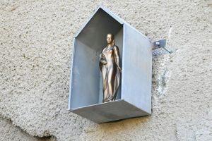 Soška sv. Barbory bdící nad stavbou tunelu v Žabovřeské. Foto: Brno.cz