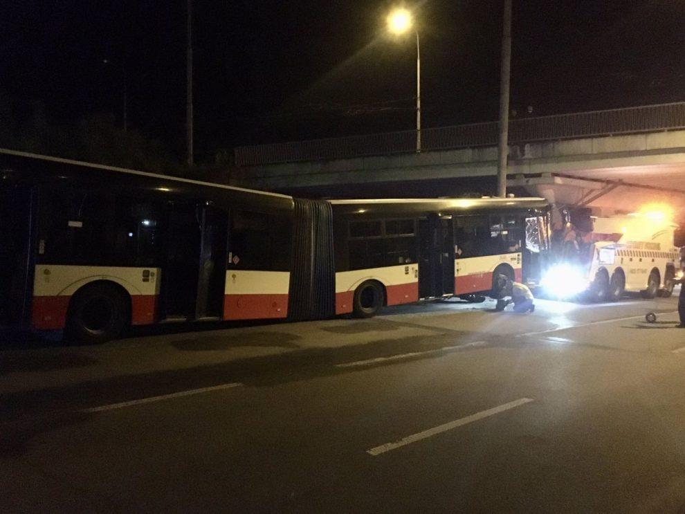 Nehoda autobusu v Brně. Foto: HZS JMK