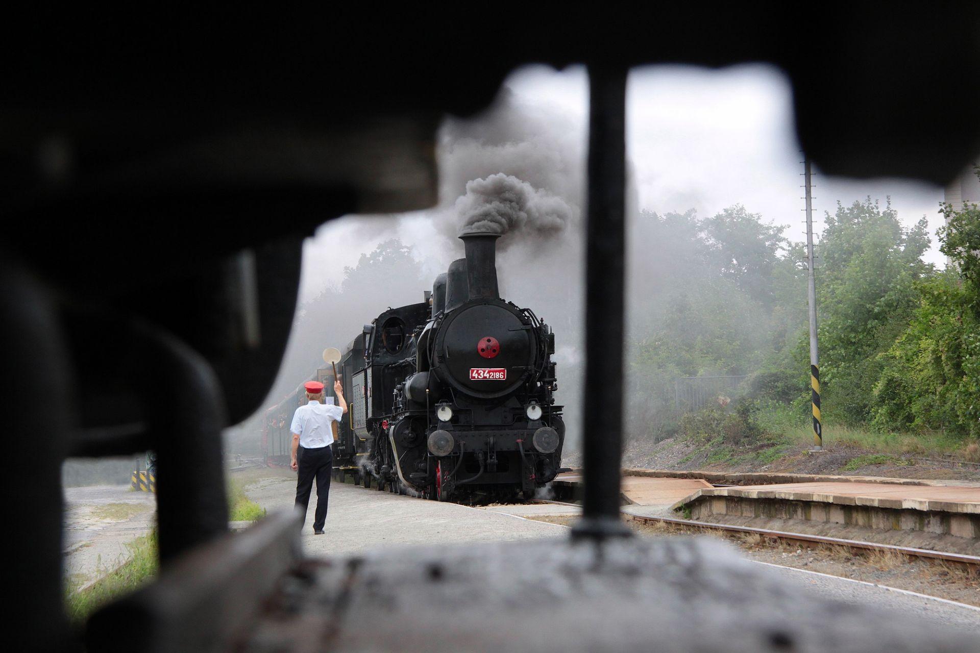 Parní lokomotiva 434.2186 (Čtyřkolák). Pramen: ROPID