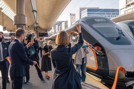 První jízda vlaku CAF Oaris s cestujícími společnosti Flytoget. Foto: Tore Holtet / Jernbanendirektorat